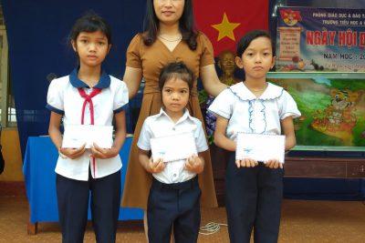 """Sáng hôm nay, ngày 19/4/2019, trường Tiểu học A Ma Trang Lơng tổ chức """"Ngày hội đọc sách"""" trong không khí vui tươi và phấn khởi, các em háo hức, chào đón ngày hội này."""