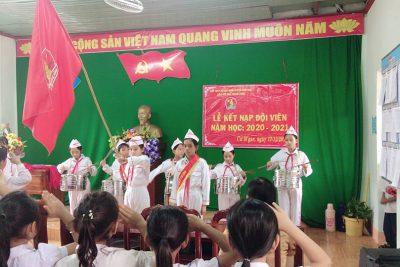 Ngày 17/12 vừa qua Liên đội trường Tiểu học Ama Trang Lơng đã tổ chức lễ kết nạp Đội viên cho 45 nhi đồng khối 3 năm học 2020-2021.