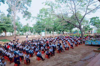 Thư viện trường Tiểu học A Ma Trang Lơng tổ chức buổi lễ giới thiệu sách cho các em học sinh.