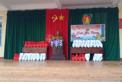 """Liên đội trường Tiểu học Ama Trang Lơng  tổ chức chương trình """"Xuân yêu thương"""" cho các bạn học sinh khó khăn trong Liên đội."""